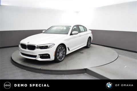 New 2018 BMW 530e xDrive iPerformance With Navigation & AWD